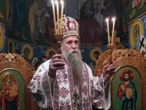 Vladika-Joanikije_liturgija-u-zatonu