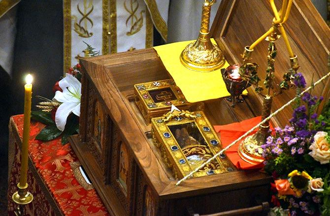 Десница Светог Јована Крститеља и честица Часног Крста