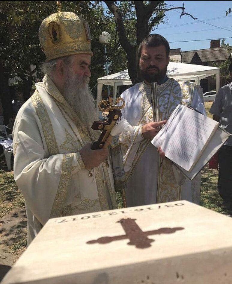 Митрополит Амфилохије освештао камен темељац за храм Свете Тројице