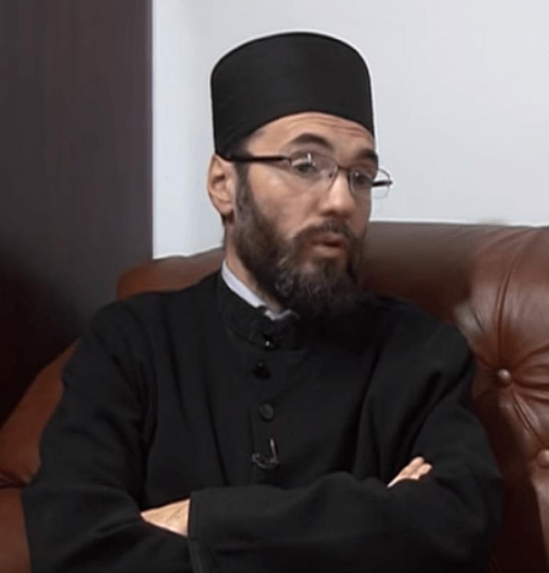 Отац Бранко Вујачић