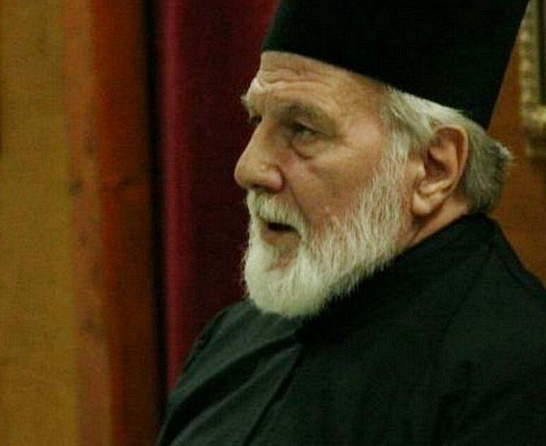 Otac Momcilo Krivokapic