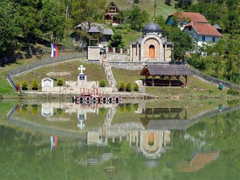 Spomen Kapela Ubijenim Srbima U Starom Brodu