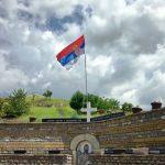 Pred Spomenikom Srpskim Stradalnicima U Velikoj Hoci (2)