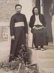 Svestenik Miro Bozovic Sa Majkom