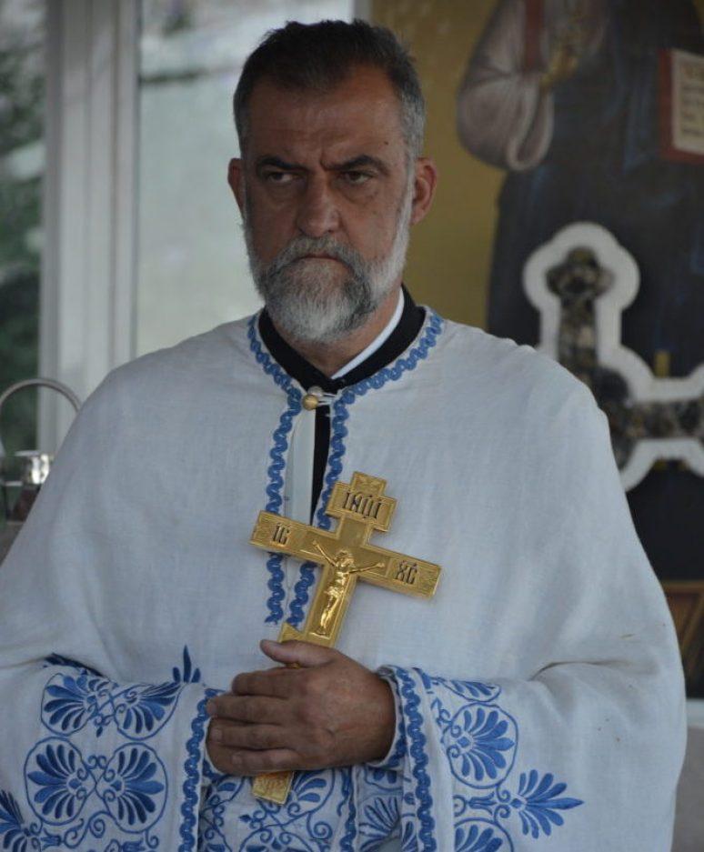 Отац Радмило Чизмовић