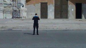 Ispred Hrama