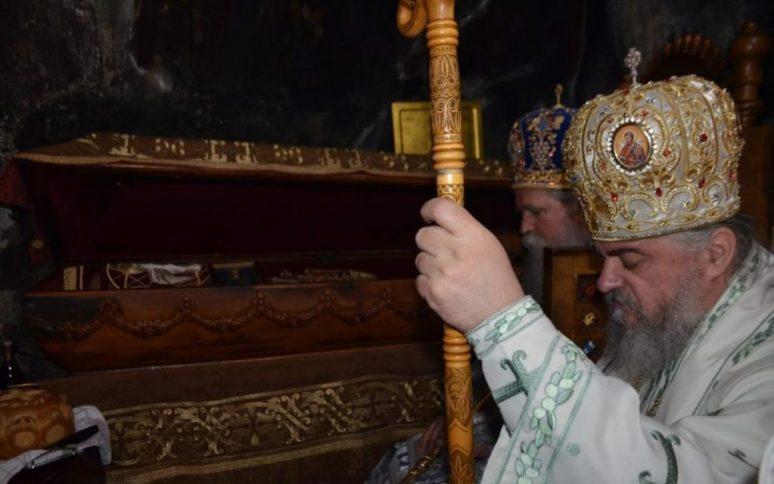 Епископи Јоаникије и Кирило богослужили у Горњем Острогу