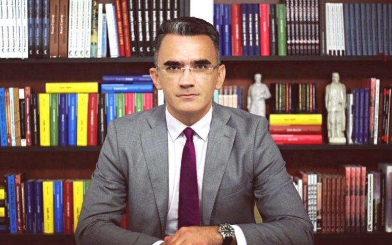 Министар Владимир Лепосавић
