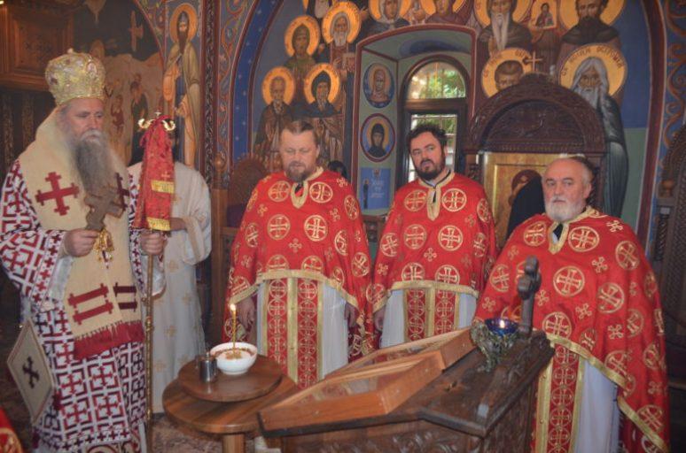 Владика Јоаникије богослужио у Острогу