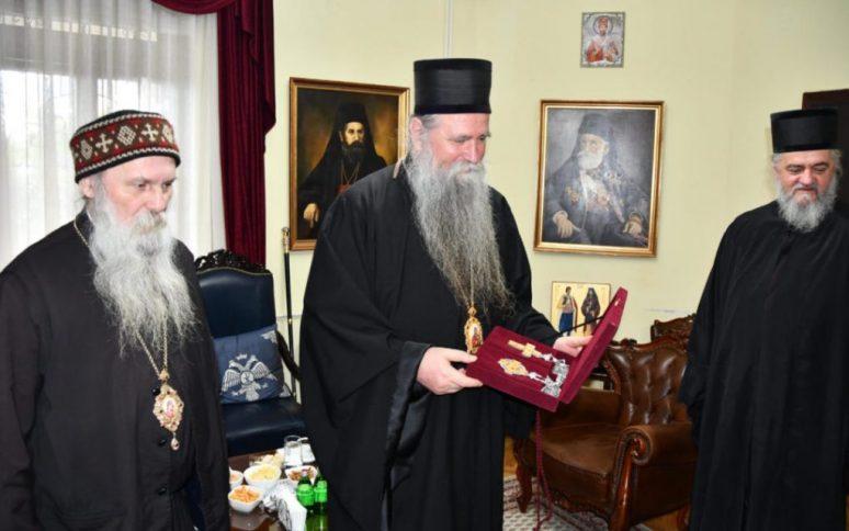 Драгоцјени поклони за Епископе Јована и Кирила