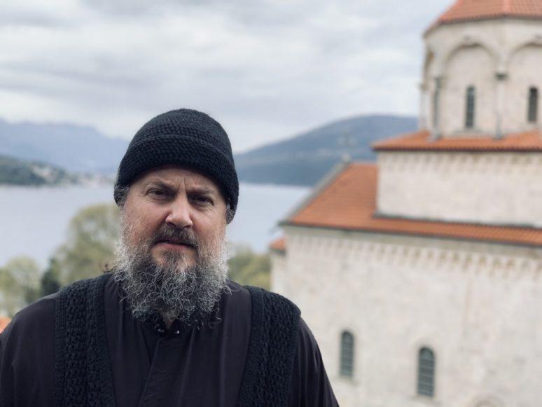 Отац Макарије савински