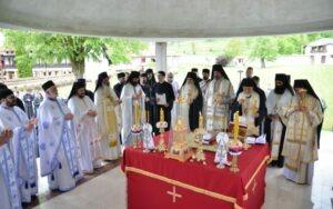 Света архијерејска литургија и четрдесетодневни парастос архимандриту Јовану Радосављевићу