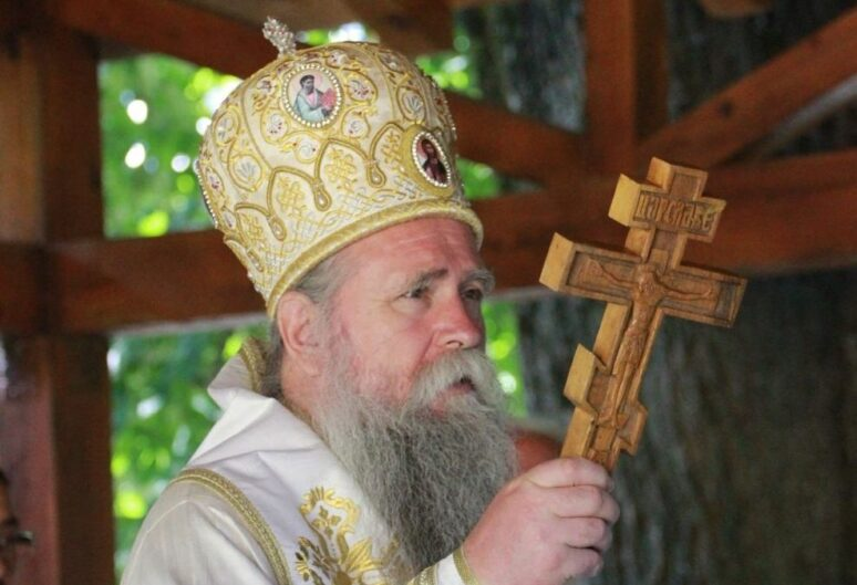 Митрополит Јоаникије у манастиру Златеш