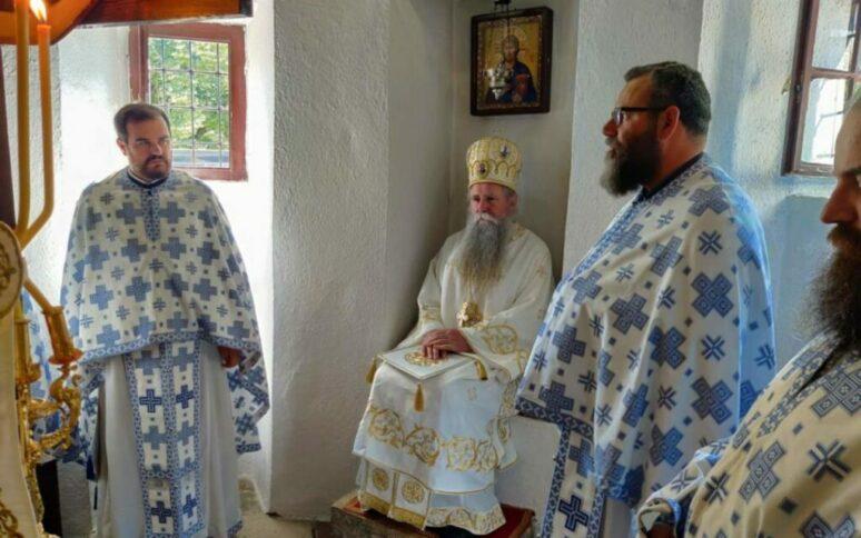 Остоја Кнежевић у Цетињском манастиру